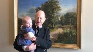 Deputata in aula con la figlia, la presidente dell'Assemblea fa cacciare la bambina
