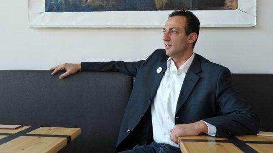 """Arresto De Vito, Di Maio: """"Fuori dal M5s"""". Il Pd: """"Noi garantisti, ma Raggi si dimetta"""". La sindaca: """"Avanti fino in fondo"""""""