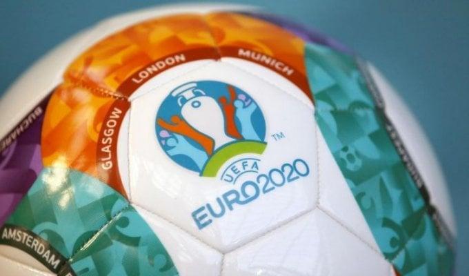 Attesa finita, parte la corsa all'Euro itinerante
