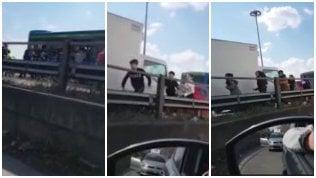 """Video """"Aiuto, scappate"""": la fuga degli studenti terrorizzati"""