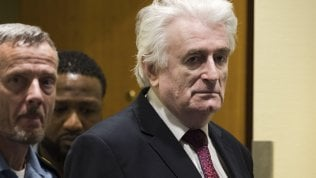 Karadzic condannato all'ergastolo in appello per il massacro di Srebrenica e crimini di guerra