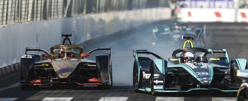 Formula E, la passione elettrica corre in video