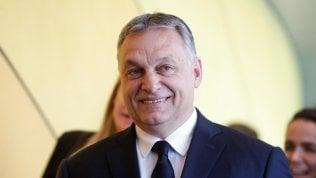 Il Ppe accetta il compromesso con Orban: solo sospensione per il partito del premier ungherese