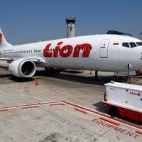 737 MAX, le registrazioni del primo schianto: i piloti non trovarono risposte sui manuali