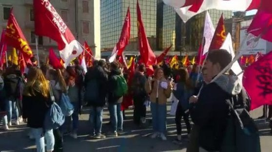 """Cinquantamila a Padova contro le mafie. Cortei in tutta Italia. Il messaggio di Mattarella: """"Vogliamo liberare la società dalle cosche"""""""