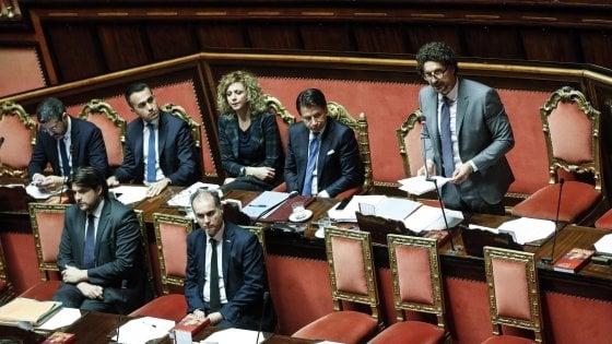 """Tav, """"salvo"""" anche Toninelli, sfiducia in Senato bocciata. Bagarre in aula, lite Forza Italia-M5s"""