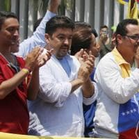 Venezuela, arrestato per terrorismo il braccio destro di Guaidó. Il presidente ad...