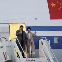 Cina, arrivato a Roma il presidente Xi Jinping. Due giorni di incontri politici ma il...
