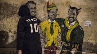 Di Maio e Salvini sono 'il gatto e la volpe', Conte è Pinocchio: Tv-Boy disegna il governo gialloverde
