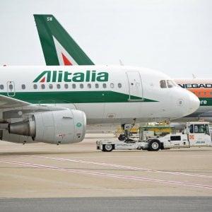 Aerei, sciopero confermato per lunedì 25 marzo. A terra quasi 100 voli Alitalia