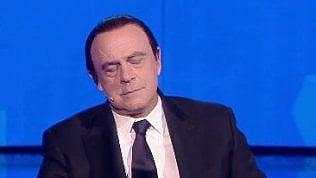 """Berlusconi e gli attacchi di sonno: """"Sono in piedi già da 40 minuti"""""""