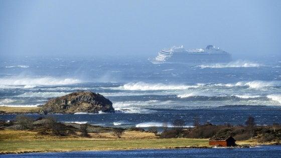 Norvegia, nave da crociera in avaria durante la tempesta. Passeggeri evacuati con gli elicotteri