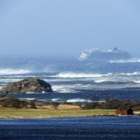 Norvegia, nave da crociera in avaria durante la tempesta. Passeggeri evacuati con gli...