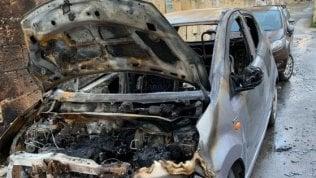 """Bruciata l'auto alla militante di Libera. Don Ciotti: """"È una sfida per tutti noi"""""""