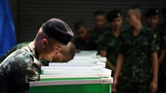 Re, militari e ossessione per il look: la Thailandia va al voto 5 anni dopo il golpe
