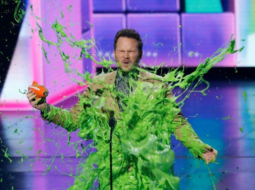 Will Smith e Chris Pratt ricoperti di slime verde, cosa tocca fare al Kids' Choice Award