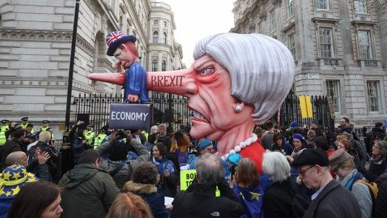 """""""Revocare l'articolo 50"""": 5 milioni di firme per la petizione anti-Brexit"""