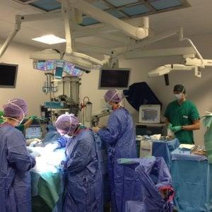 Vacanze a Cuba e regali ai medici, gli affari gonfiati dei re delle protesi