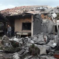 Israele, casa colpita da un razzo a nord di Tel Aviv