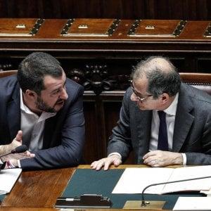 Il vicepremier e ministro dell'Interno Matteo Salvini (a sinistra) con il ministro dell'Economia Giovanni Tria alla Camera