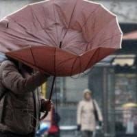 Allerta meteo: calano le temperature, vento e scuole chiuse