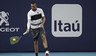 """Tennis: Kyrgios e quel servizio """"da sotto"""" che fa imbestialire gli avversari"""