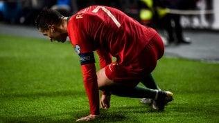 Juventus, ansia per l'infortunio a Cristiano Ronaldo: esce per un problema muscolare durante Portogallo-Serbia