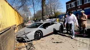 Raduno Lamborghini: l'auto da 300mila euro fa una brutta fine