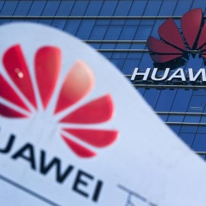 L'Europa sorveglia Huawei, ma non fa partire il bando dal 5G