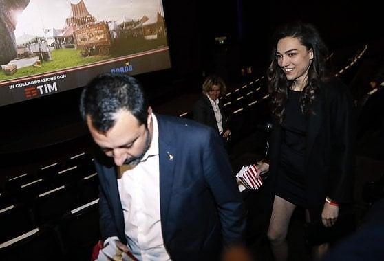 Matteo Salvini debutta in pubblico con Francesca Verdini, uscita al cinema con la nuova fidanzata figlia dell'ex senatore