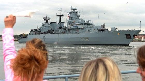 Migranti, missione Sophia dimezzata: proroga di sei mesi ma l'Ue ritira le navi