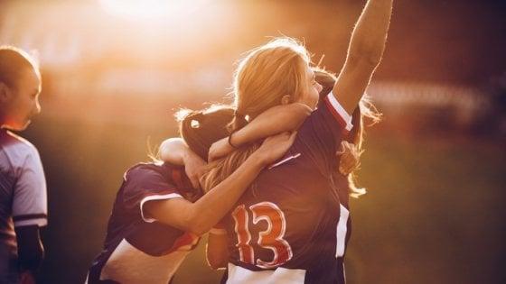 Nei ragazzi lo sport di squadra aiuta l'umore