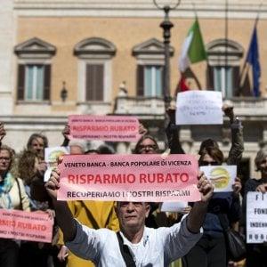 La protesta dei risparmiatori ieri a Montecitorio