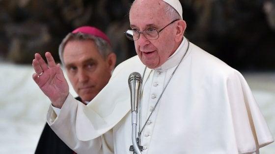 """Pedofilia, arriva il Motu proprio del Papa: """"Più tutele per vittime di abusi, condannati siano rimossi"""""""