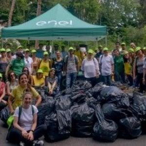 Dal cyberbullismo alle spiagge pulite, settecento dipendenti Enel diventano volontari