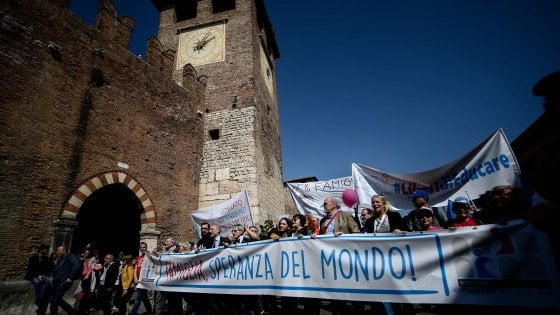 In diecimila a Verona, via al corteo pro-famiglia
