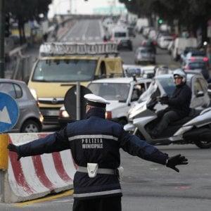 Assicurazione auto, premio medio a 415 euro. Napoli e Prato le più care