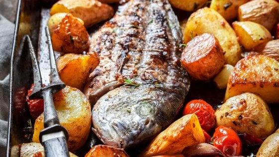 Orata Al Forno Con Le Patate La Ricetta Perfetta Di Un Classico
