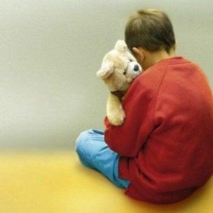 Giornata mondiale sull'autismo, il mondo si tinge di blu
