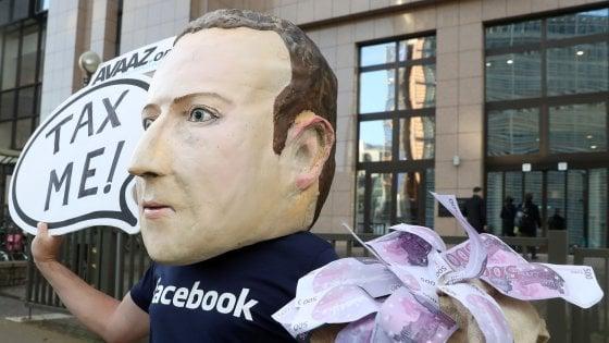 """Zuckerberg a Berlino chiede regole alla politica, la ministra lo gela: """"Faccia di più per la privacy"""""""