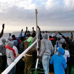 Migranti, sparita un'imbarcazione che ha dato l'allarme ieri sera.