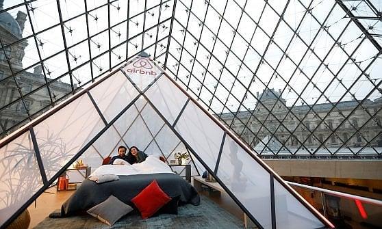 Sei l'ospite perfetto per Monna Lisa? Airbnb ti regala una notte al Louvre in esclusiva