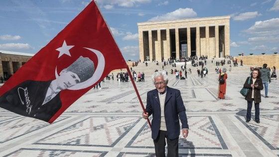 Erdogan chiede la riconta dei voti  a Istanbul. E la ottiene