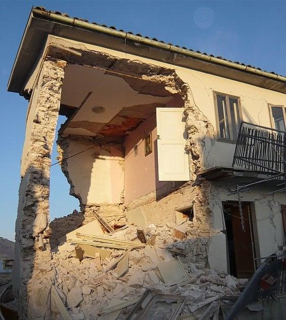 """L'Aquila: """"La notte in cui ci ritrovammo come sotto alle bombe"""""""