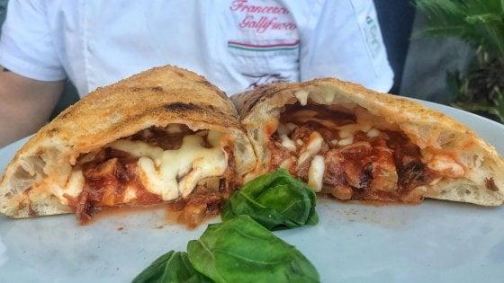 """Napoli, la pizza e le """"grotte"""": i divertenti azzardi di Franco Gallifuoco"""