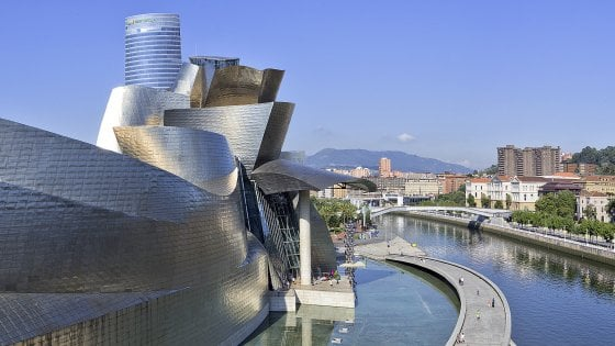 Luce, surf e l'icona Guggenheim: nell'anima del Paese Basco