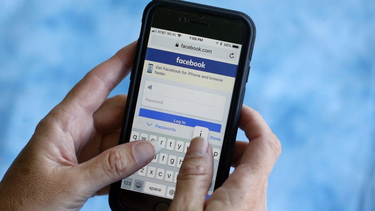 QnA VBage Facebook non chiederà più ai nuovi utenti la password dell'email
