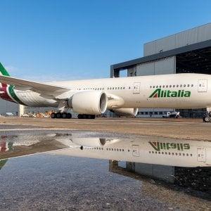 Alitalia, trattativa con Fs prorogata solo di un mese