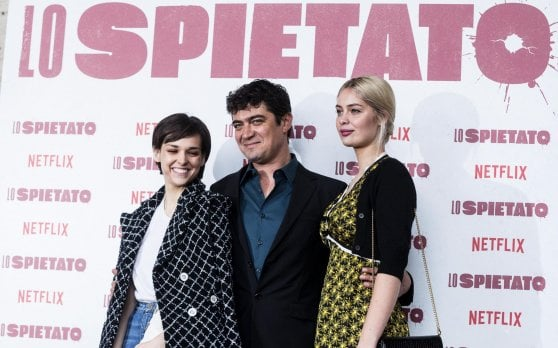 Riccardo Scamarcio è 'Lo spietato', yuppie fuorilegge nella Milano da bere