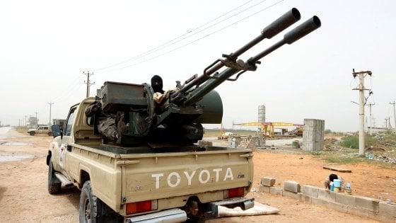 Libia, continua l'avanzata di Haftar verso Tripoli. L'Eni evacua il personale italiano